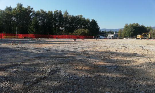 Parkirišče Akrapovič v Črnomlju